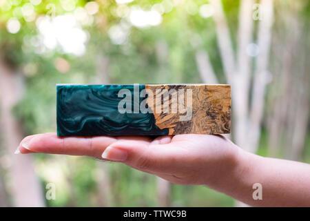 La stabilisation de la résine époxy de coulée Afzelia burl texture de fond en bois exotique Banque D'Images