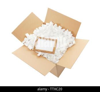 Le concept de service de livraison. Châssis en boîte carton plein de polystyrène isolated on white Banque D'Images