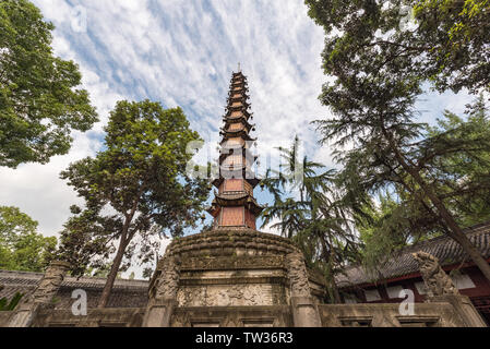 Chengdu, Sichuan Province, China - Sept 29,2018: Thousand buddha temple bouddhiste Wenshu en pagode Banque D'Images