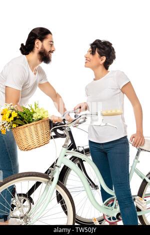 Heureux l'homme à la femme à attractive brunette debout près de location isolated on white Banque D'Images