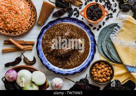 Mole mole poblano Mexicano, ingrédients, aliments épicés mexicains au Mexique traditionnel