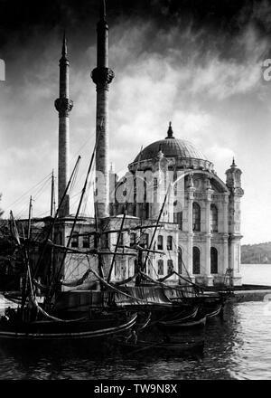 La Turquie, Istanbul, la mosquée Ortakôy sur les rives du Bosphore, 1951 Banque D'Images