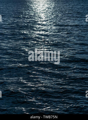 La surface de la mer bleu pour l'arrière plan. Focus sélectif. Banque D'Images