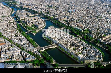 Panorama de l'antenne Paris Île de la Cité avec la chapelle Notre-Dame, France