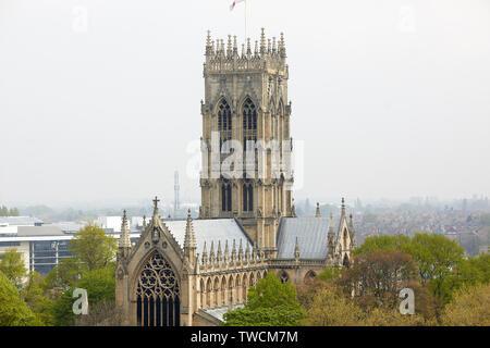 Le centre-ville de Doncaster, dans le Yorkshire du Sud, monument classé Grade I gothique victorien St George's Minster par les architectes George Gilbert Scott