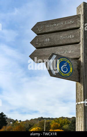 SWANSEA, Pays de Galles - Octobre 2018: informations touristiques inscrivez-vous sur le sentier du littoral de Mumbles à Swansea Banque D'Images