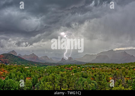 Plus de foudre Cibola Rock, Sedona, Arizona, United States Banque D'Images