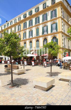 À côté des cafés et des restaurants sur la Plaza de La Merced, un public, historique, dans le centre de la ville de Malaga, en Espagne, en Europe Banque D'Images
