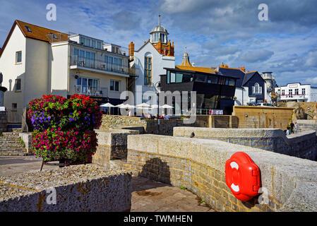 Dorset UK,Lyme Regis,Pistolet,Cliff Walk,Museum et théâtre marin Banque D'Images