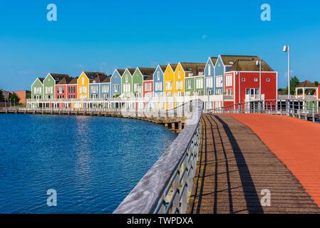 Bâtiment moderne de plusieurs maisons colorées à Houten Pays-Bas