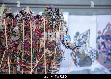 Close up art thaï objet à partir de la marionnette en cuir avec du bois pour nuit performance dans le sud de la Thaïlande la culture.