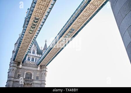 UK, Londres, détail de la Tower Bridge
