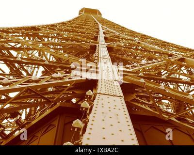 Vue vers le haut depuis le deuxième étage de la Tour Eiffel, Paris, France. ð рпÑки / srpski: Ðјфелов торањ.; 19 mai 2008 (date de téléchargement originale); Transféré de sr.pedia à Commons par Micki en utilisant CommonsHelper.; Ant83 à serbe pedia; Banque D'Images