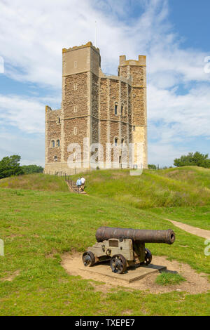 Murs bien préservés et tours de château du 12ème siècle, Orford, Suffolk, Angleterre, RU Banque D'Images