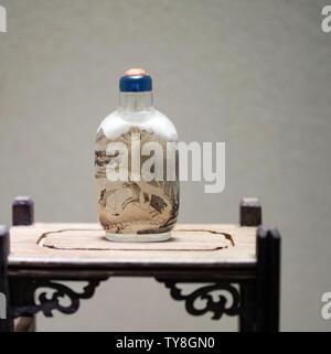 Des bouteilles de tabac à priser Ming et Qing Banque D'Images