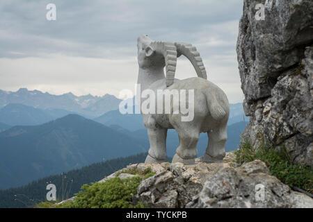 Statue d'Ibex, Bad Tölz, Bad Toelz, brauneck, Alpes bavaroises, Upper Bavaria, Bavaria, Germany Banque D'Images