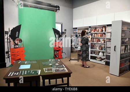 Londres, Royaume-Uni. 26 juin 2019. Cindy Sherman, photographe et réalisateur américain en vedette travaille en grande rétrospective, y compris la série révolutionnaire, Untitled Film Stills, 1977-80, National Portrait Gallery à Londres, ROYAUME UNI - 26 juin 2019 Crédit: Nils Jorgensen/Alamy Live News Banque D'Images