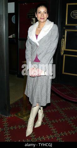 Constance Marie arrive pour la premiere 'La Panthère Rose' au Ziegfeld Theatre à New York le 6 février 2006. (Photo d'UPI/Laura Cavanaugh) Banque D'Images