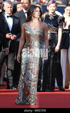 Eva Longoria arrive sur le tapis rouge avant la projection du film 'Rocketman' au 20e Congrès International du Film de Cannes à Cannes, France le 16 mai 2019. Photo de David Silpa/UPI Banque D'Images