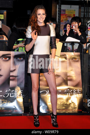 "L'actrice Kristen Stewart assiste à un événement pour le film ""La Saga Twilight : Breaking Dawn Part 2' à Kumano Shrine à Tokyo, Japon, le 24 octobre 2012. Le film sera ouverte le 28 Décembre au Japon. UPI/Keizo Mori Banque D'Images"