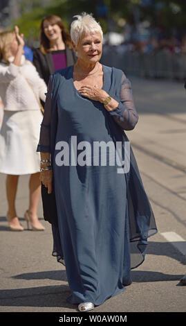 Dame Judi Dench arrive pour le Festival International du Film de Toronto premiere de 'Victoria & Abdul' au Princess of Wales Theatre à Toronto, Canada le 10 septembre 2017. Photo par Christine Chew/UPI Banque D'Images