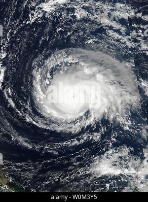 Le 4 septembre 2017, à 17:24 UTC, la NASA-NOAA's Suomi NPP capturé cette vue satellite de l'ouragan l'Irma comme un ouragan de catégorie 4 approche d'îles sous le vent. Un état d'urgence a été déclaré dans l'état par le gouverneur Scott lundi. L'ouragan l'Irma a été élevé à une tempête de catégorie 5, mardi matin. NASA/UPI Banque D'Images