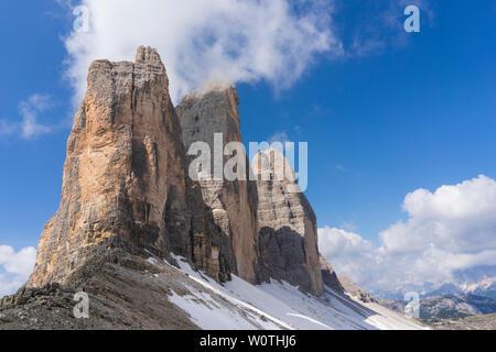 Tre Cime di Lavaredo. Majestueux sommets des Dolomites. L'Italie. Banque D'Images