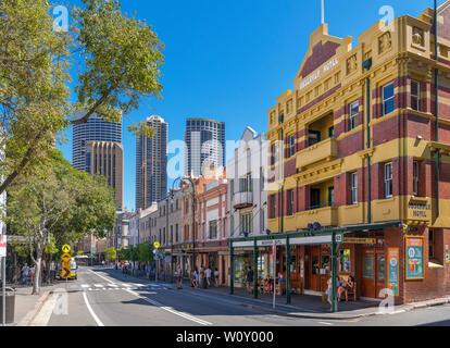 George Street dans les rochers avec le Central Business District derrière, Sydney, Australie Banque D'Images