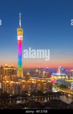 Guangzhou Pearl River, complexe sur les deux côtés de la Banque D'Images
