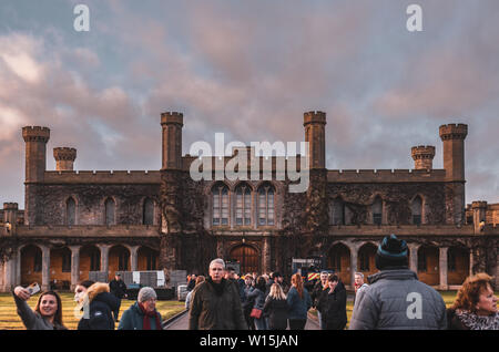 Le magnifique palais de la Cour d'état de Lincoln à l'intérieur des murs de château de Lincoln contre un incroyable coucher du soleil. L'hiver 2018. Banque D'Images