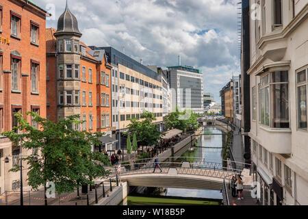 Rivière d'Aarhus qui traversent le centre-ville, le Danemark Banque D'Images