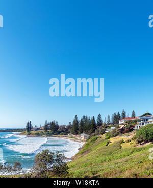Vu de la plage, le phare de Yamba Yamba, New South Wales, Australie