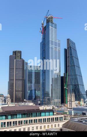 Gratte-ciel moderne en verre et d'acier sur les toits de la ville de London financial district: Tower 42, 100 & 22 Bishopsgate, Cheesegrater Banque D'Images