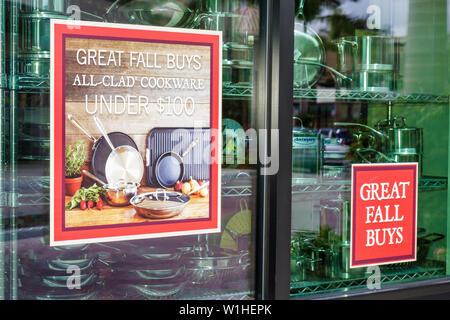 Mercato Naples Florida real estate à utilisations polyvalentes magasin de détail Vente ad fenêtre sur la table produits culinaires gou Banque D'Images
