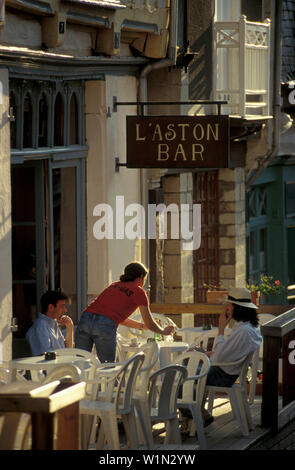 Café-terrasse, Vitré, Bretagne, France, Europe Banque D'Images