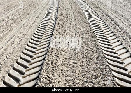 Les traces de pneu dans le sable, sable, Domburg, côte de la mer du Nord, Zélande, Pays-Bas Banque D'Images