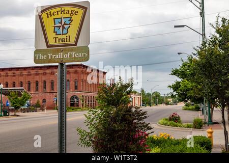 Fort Smith, Arkansas - un marqueur pour le sentier des larmes Heritage Trail. Des milliers d'Amérindiens sont morts alors qu'ils ont été déplacés de force de la sou Banque D'Images