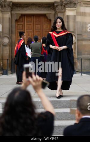 Paris le 04 juillet 2019; les étudiants se rassembleront à Bristo place à l'extérieur des universités d'Édimbourg McEwan Hall avant et après leur graduation cerem Banque D'Images