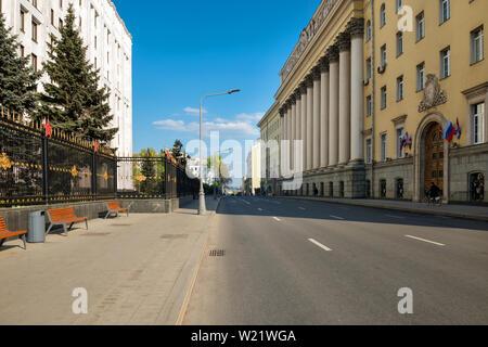 Moscou, Russie - le 6 mai 2019: vue sur le complexe de bâtiments de l'état-major général sur la rue Znamenka. District tverskoï Banque D'Images