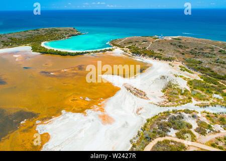 Vue aérienne de Puerto Rico. Faro Los Morrillos de Cabo Rojo. Playa Sucia beach et lacs de sel à Punta Jaguey.