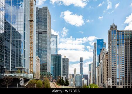 Chicago cityscape, journée de printemps. Front de mer de la ville de Chicago d'immeubles de grande hauteur, fond de ciel bleu au printemps
