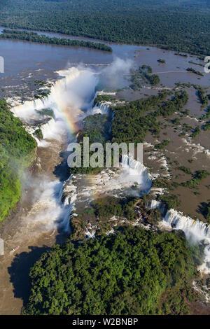 Vue aérienne sur Iguacu Falls, Iguacu (Iguazu) Parc National, Brésil Banque D'Images