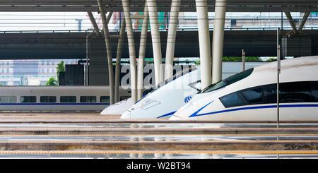 La Chine, Shanghai, Minhang District, Shanghai Hongqiao et la gare ferroviaire, des trains à grande vitesse Banque D'Images