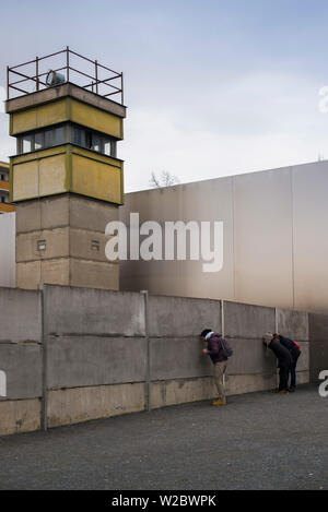 Allemagne, Berlin, Prenzlauer Berg, Mémorial du Mur de Berlin, ancienne tour de guet Banque D'Images
