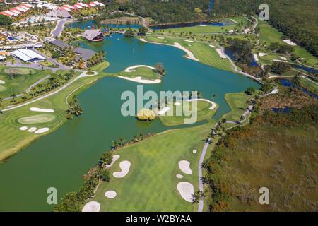 République dominicaine, Punta Cana, vue de Fiesta Beach Hôtel de luxe et les lacs Golf Course par P.D. Dye Banque D'Images