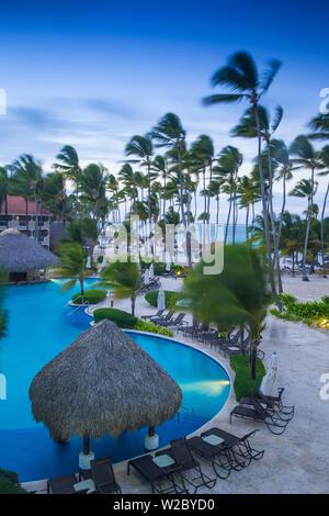 République dominicaine, Punta Cana, Playa Cabeza de Toro, piscine au Dreams Palm Beach Resort Banque D'Images