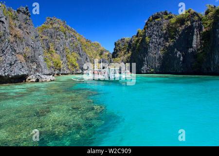 Philippines, Palawan, El Nido, docks de Miniloc Island, Big Lagoon Banque D'Images