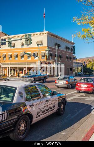 USA, Colorado, Durango, Avenue Principale, General Palmer Hotel et voiture de police Banque D'Images