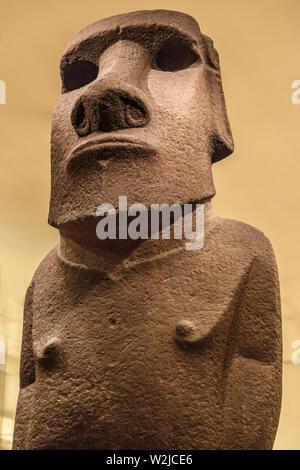 Londres, Royaume-Uni - 21 décembre 2019: Easter Island Statue, connue sous le nom de Hoa Hakananai'a, affiché dans le British Museum, Londres, Royaume-Uni.