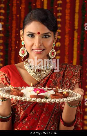 Portrait d'une femme célébrant Diwali Banque D'Images